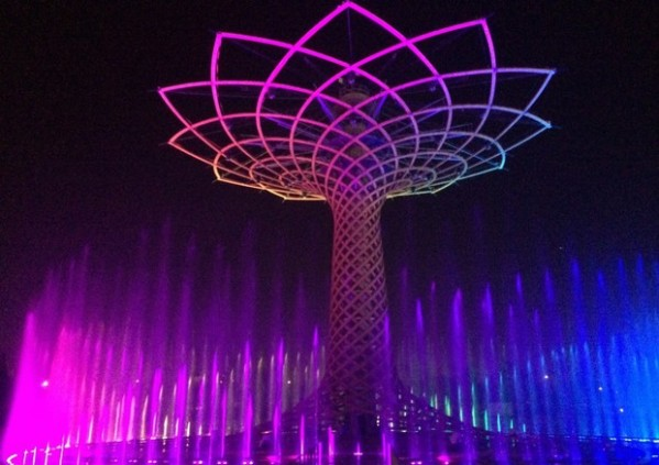 Expo 2015: the Tree of Life is tinged with pink against breast cancer